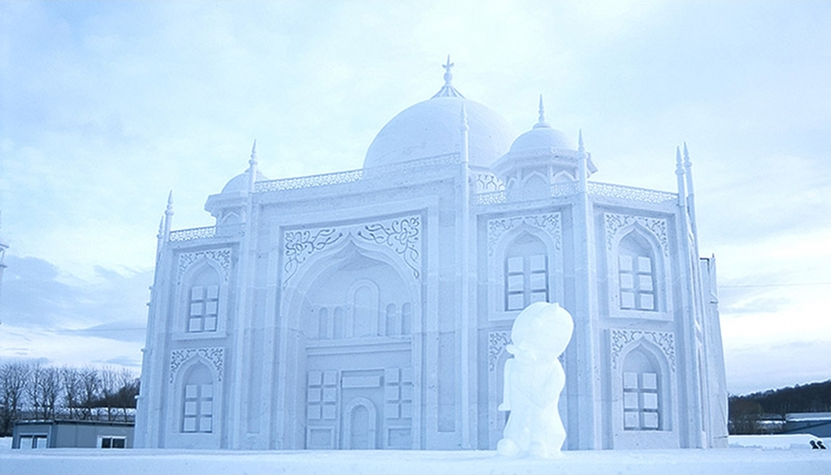 Snow Sculptures Around The World - Taj Mahal